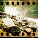 Ein Wasserfall! Durch Zufall! Wahnsinn! Und so schön!